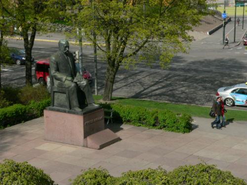 Tiesitkö kenen presidentin patsaan on tehnyt hänen poikansa?
