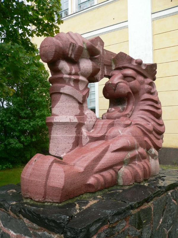 Tiedätkö, mistä löytyy Tapio Wirkkalan veistos Suomen leijona?