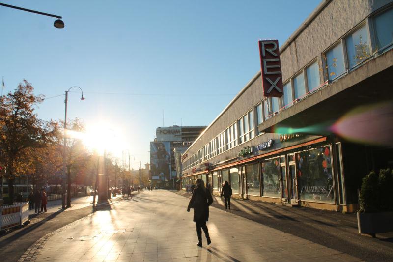 Ilouutinen jalankulkijoille: Viime vuonna Helsingissä nolla kuollutta