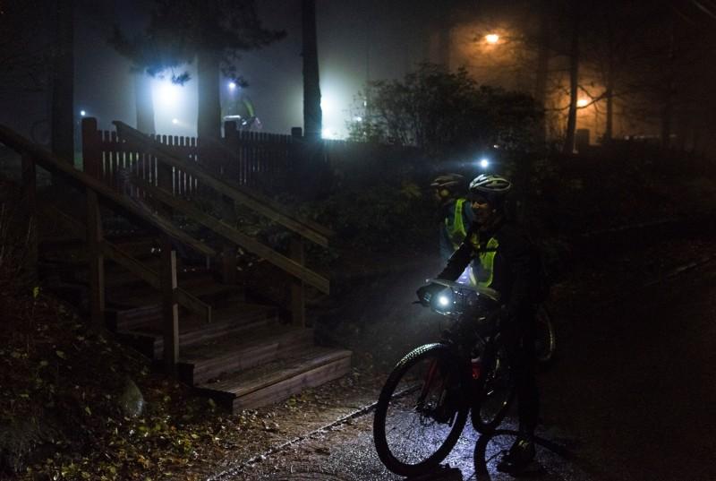 7 vinkkiä pimeässä pyöräilyyn