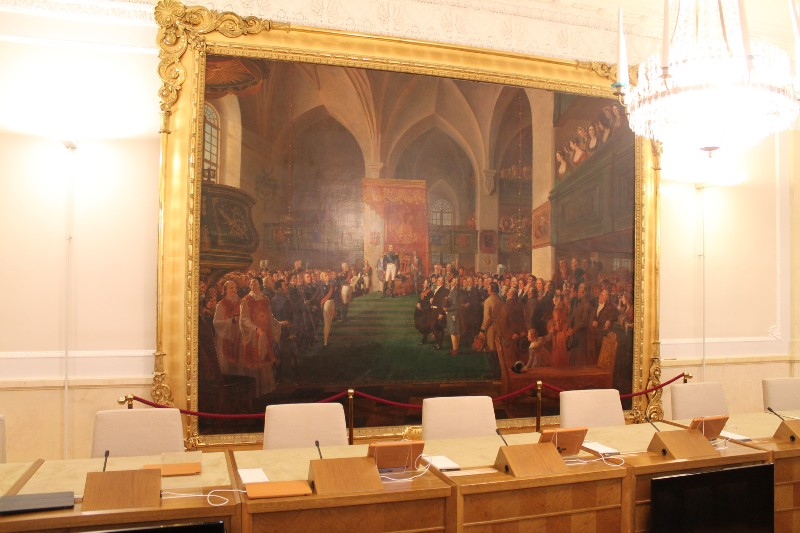 Kurkistus Valtioneuvoston linnan sisätiloihin