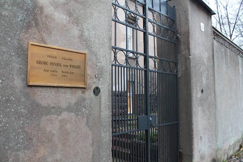 Muistolaattakävelyllä Punavuoressa ja Eirassa